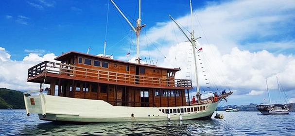 Samara Phinisi Boat Charter