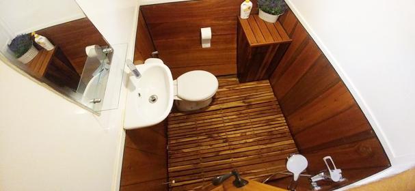 KLM Unua Bathroom