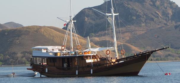 KM Warisan Komodo Boat