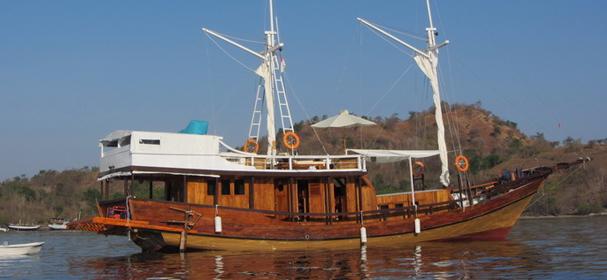Warisan Komodo Cruises