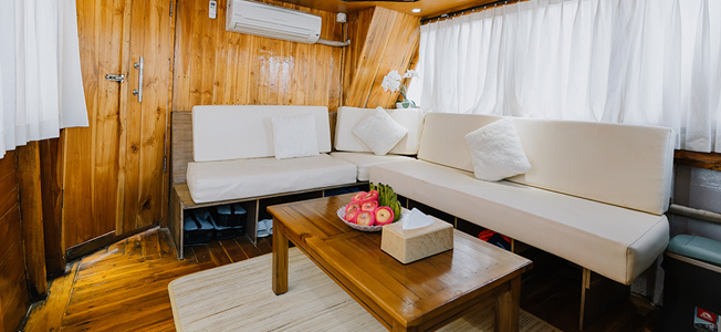 White Pearl Liveaboard Living Room