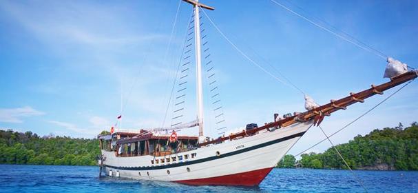 Wisesa Komodo Boat