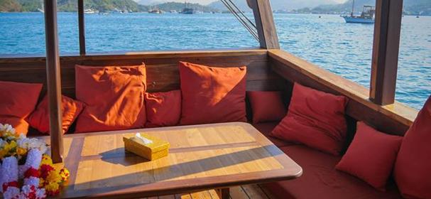 Wisesa Boat Longue