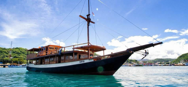 KLM Ayla Cruises Komodo