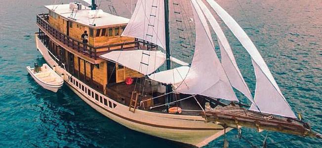 Samara Liveaboard Sailing